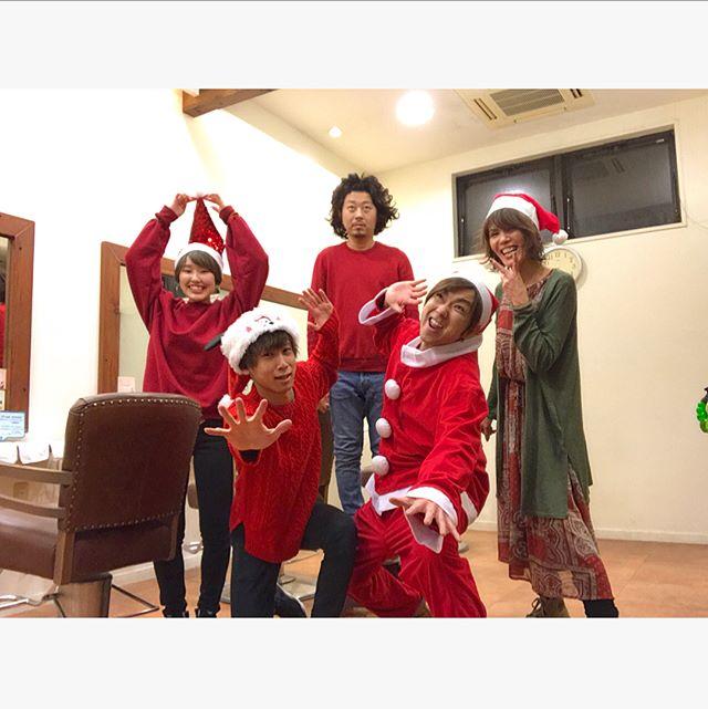 Merry Christmas  毎年恒例!!クリスマス営業!! 佐藤サンタはいつも通り目立ってました  来年はもっとクオリティをあげたいと思います(笑) 年内も残りわずかとなりました!! 来年に向けて元気よく営業いたします! どうぞよろしくお願いいたします