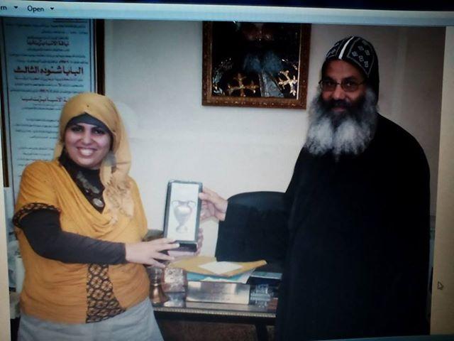 تكريم الدكتورة سهير أحمد بواسطة نيافة الحبر الجليل الأنبا برنابا أسقف تورينو بايطاليا