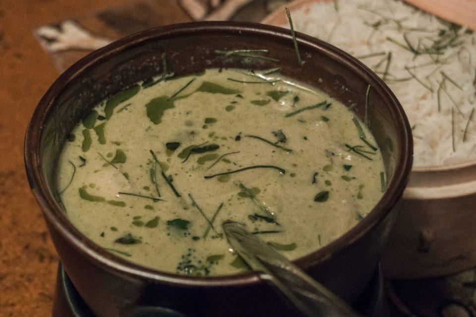 Curry verde tai de pollo cn leche de coco