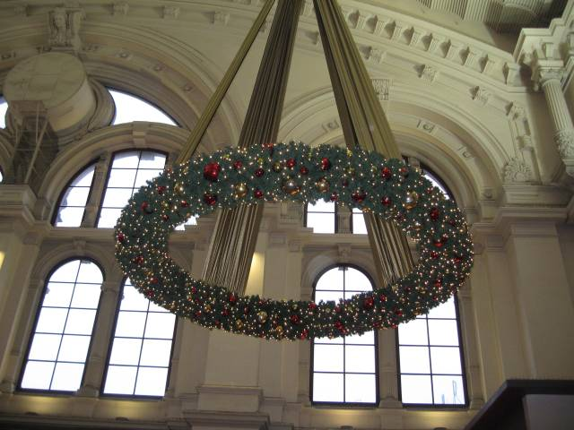 Christmas wreath inside Bremen central station