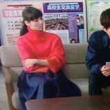 明日の約束9話衣装!新川優愛の赤タートルネックニットトップスが可愛い!ブランドはどこ?