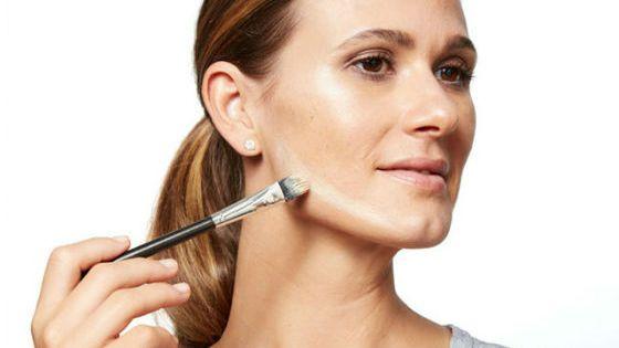 Научиться наносить мерцающий макияж возможно самостоятельно
