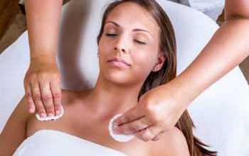 Photo of Причины появления прыщей на грудине у женщин, их виды и лечение