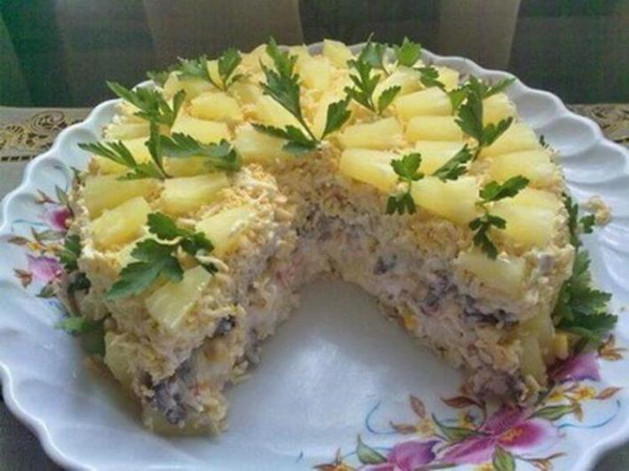 10 самых удачных и вкусных салатов для новогоднего стола!