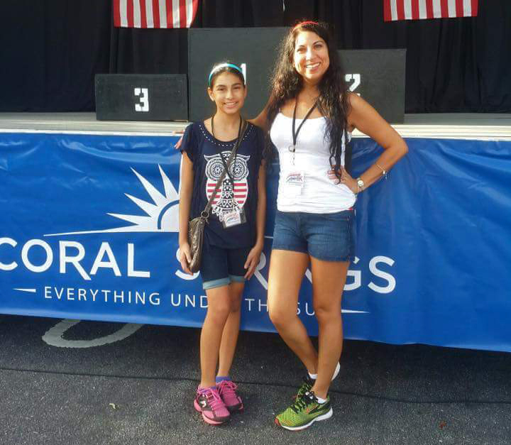 Volunteers Rachel Gonzalez-Howard with her daughter Jessica