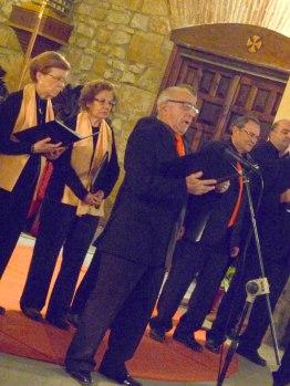 David de casa Mesalla, cantando el Trust de los tenores.