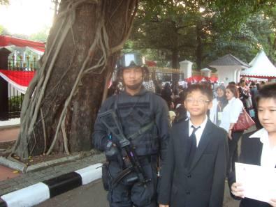 foto akan memasuki gerbang istana