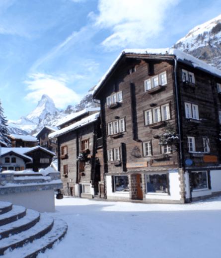 Zermatt, a fianco del municipio