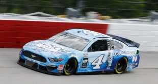 HARVICK TRIUNFÓ EN EL REGRESO DE NASCAR