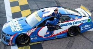 LARSON NO PARA DE GANAR EN LA NASCAR