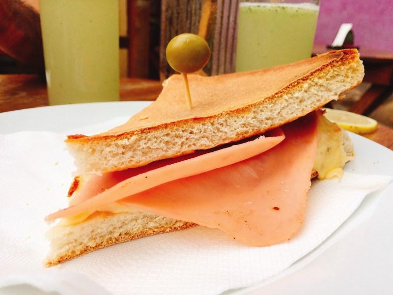 Tostado de jamón y queso en Keparece.