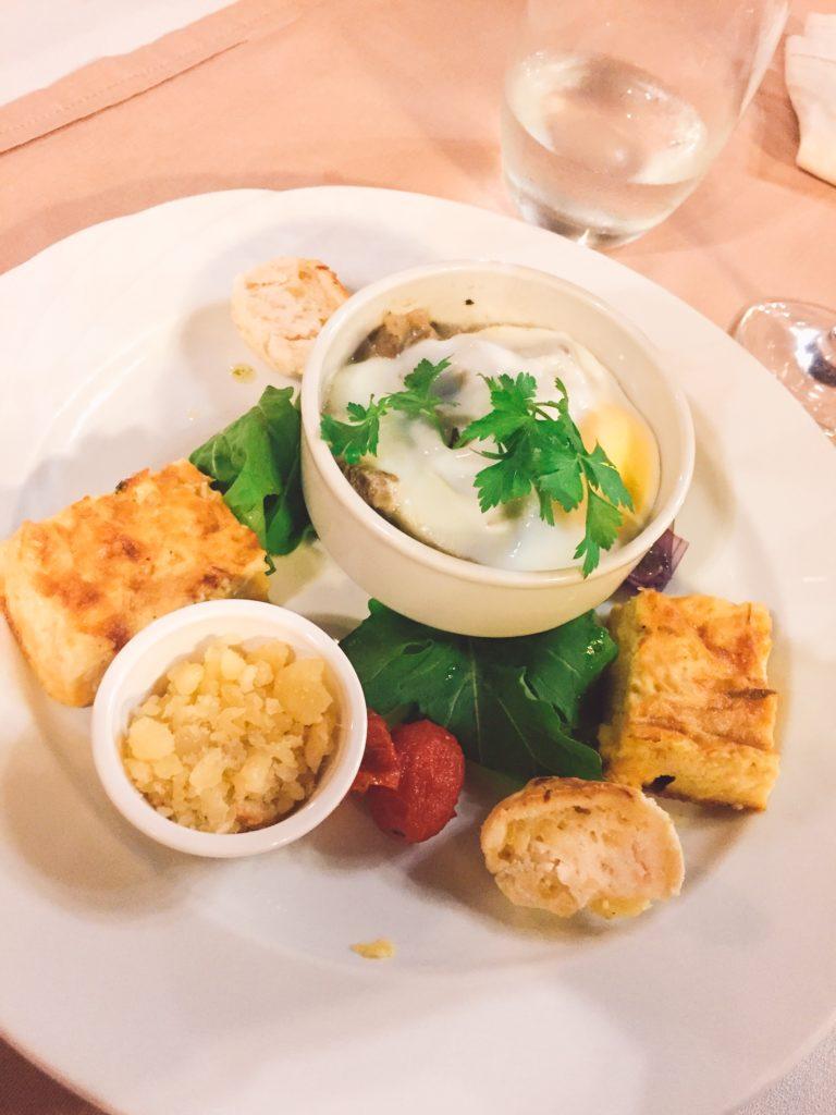 Cena en La Aldea de la Selva Lodge