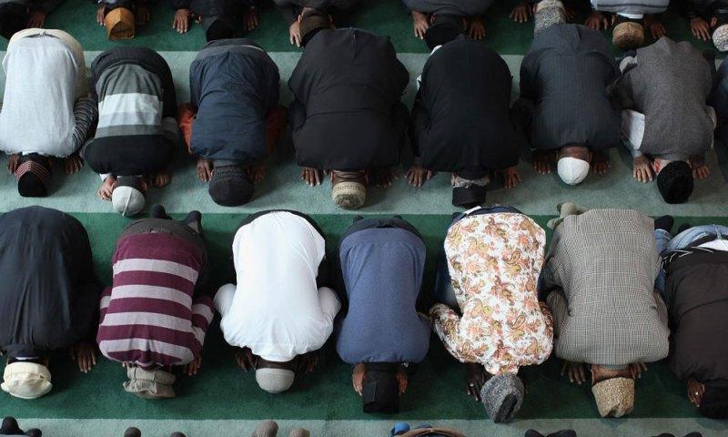 Real Man Pray at Masjid !