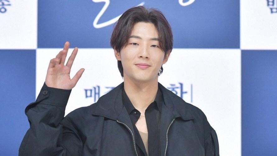 A produtora de 'River Where The Moon Rises' processa agência do ator Ji Soo em mais de 2 milhões de dólares