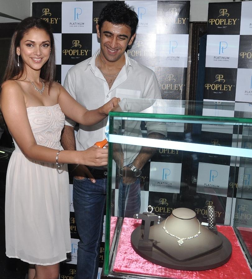 Aditi Rao Hydari and Amit Sadh unveil Popley's Platinum Jewellery range for the season (1)