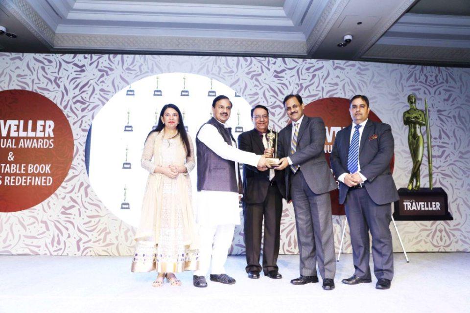 Mr. Vaibhav Dayal MD PRIM Resorts receiving award