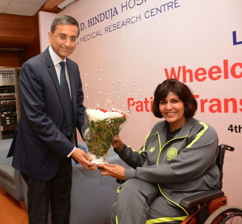 pic-3-mr-gautam-khanna-ceo-p-d-hinduja-hospital-felicitating-mrs-deepa-malik-at-the-inauguration-of-hinduja-h_