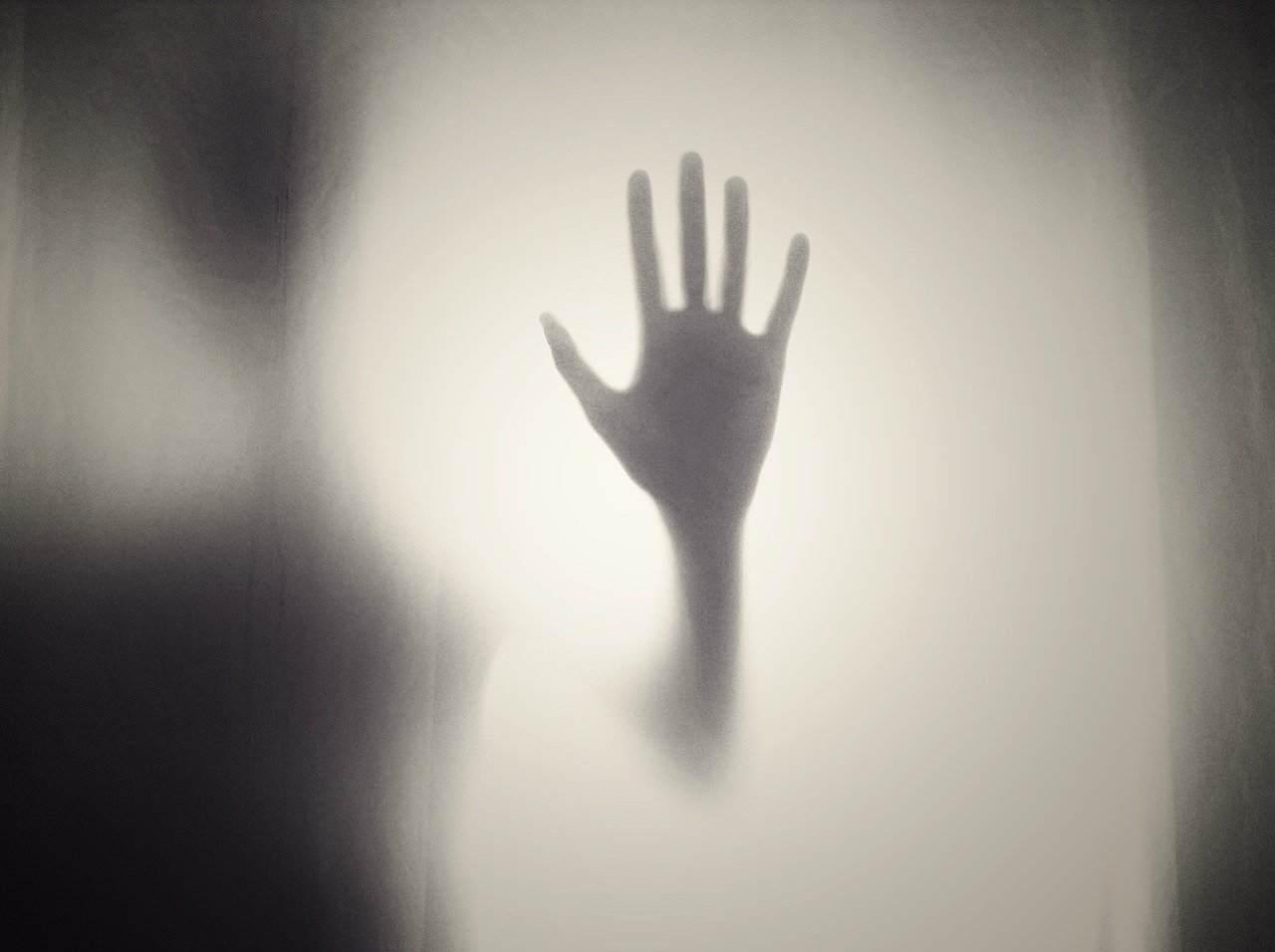 有名な怖い話『写真に手がいっぱい』など短編5話|都市伝説・洒落怖・ほん怖