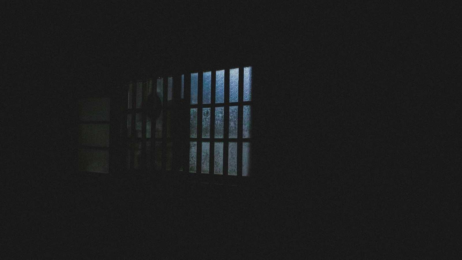 『覗いてくる隣人』|【狂気】人間の本当にあった怖い話