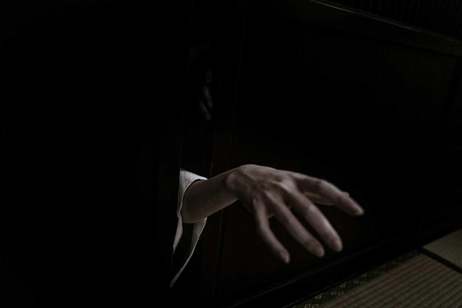 『隙間人間』|【狂気】人間の本当にあった怖い話