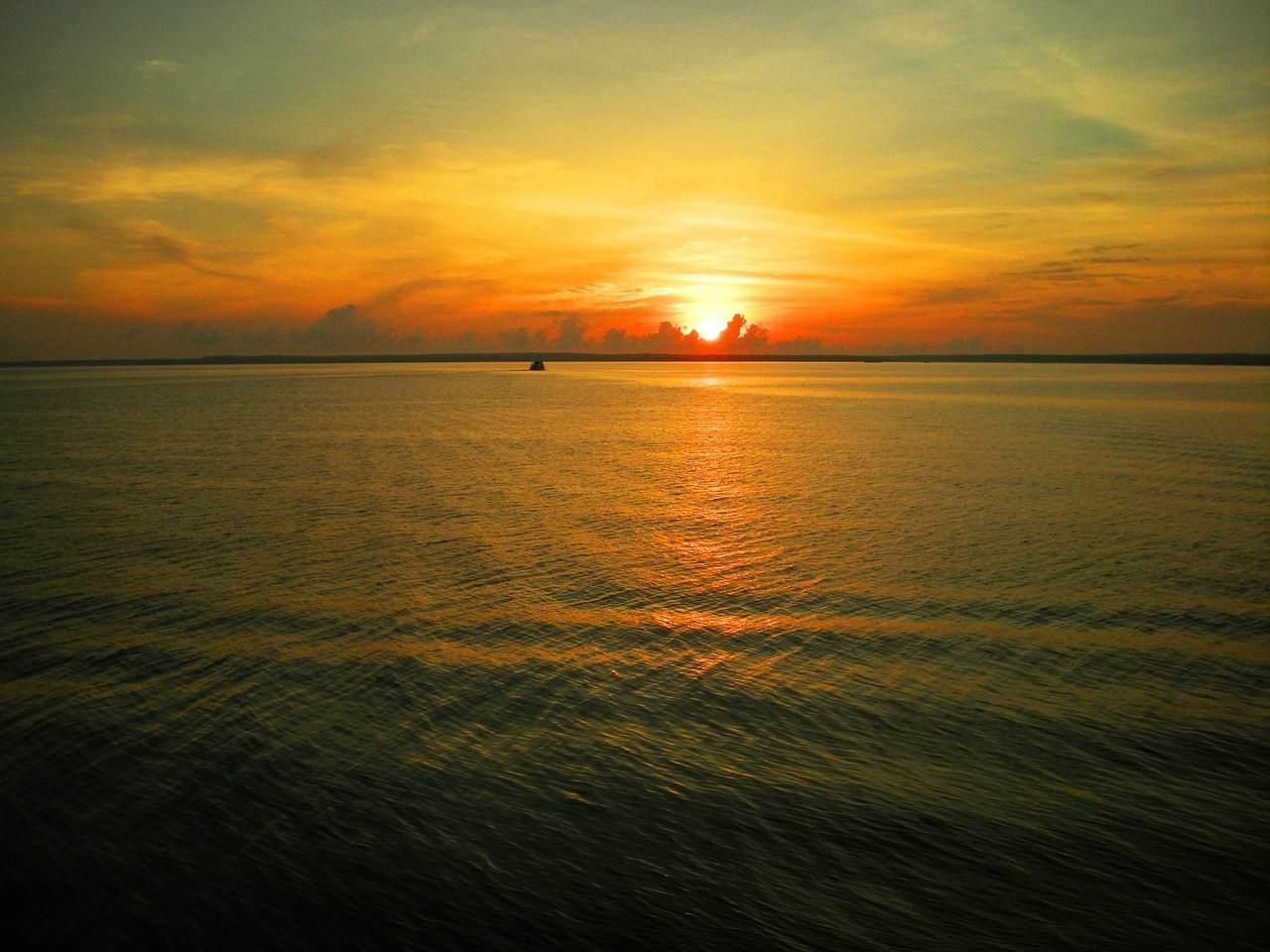 海にまつわる怖い話『赤道付近』|洒落怖・海の怪談