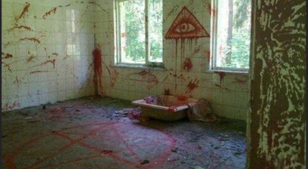 廃屋の中の光景