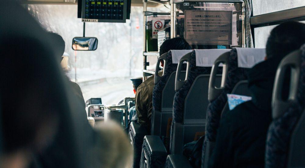 『通学バスの老夫婦』と『全く意味が分かりません』|本当にあった不思議な話