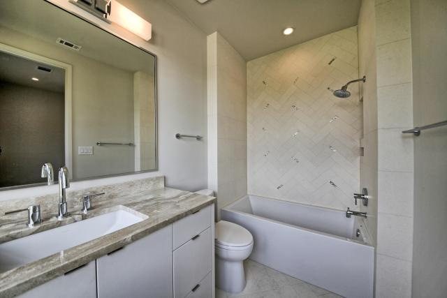 8901 Calera Dr Austin TX 78735-large-054-99-Bathroom 2-1500x1000-72dpi
