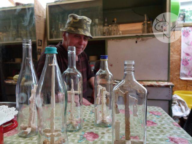 Artă în sticla de horincă, la Botiza