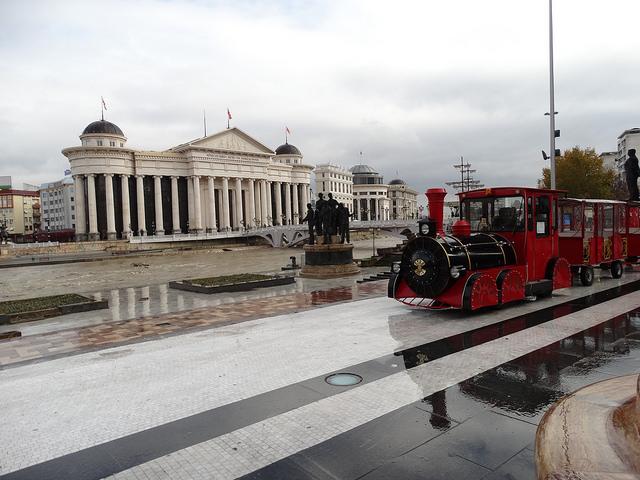 Skopje, bijuteria contradictorie din Balcani