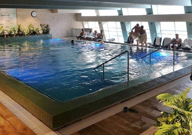 La Băile Herculane, special pentru resorturi, ape termale și peisaje