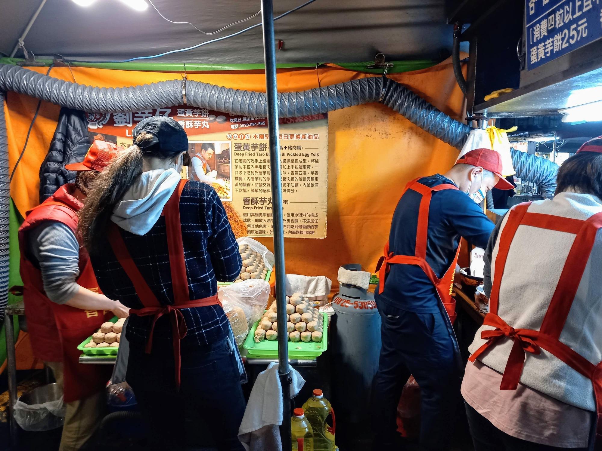 Famous fried taro balls 炸芋丸 at Liu Yu Zi 劉芋仔, Ningxia Night Market