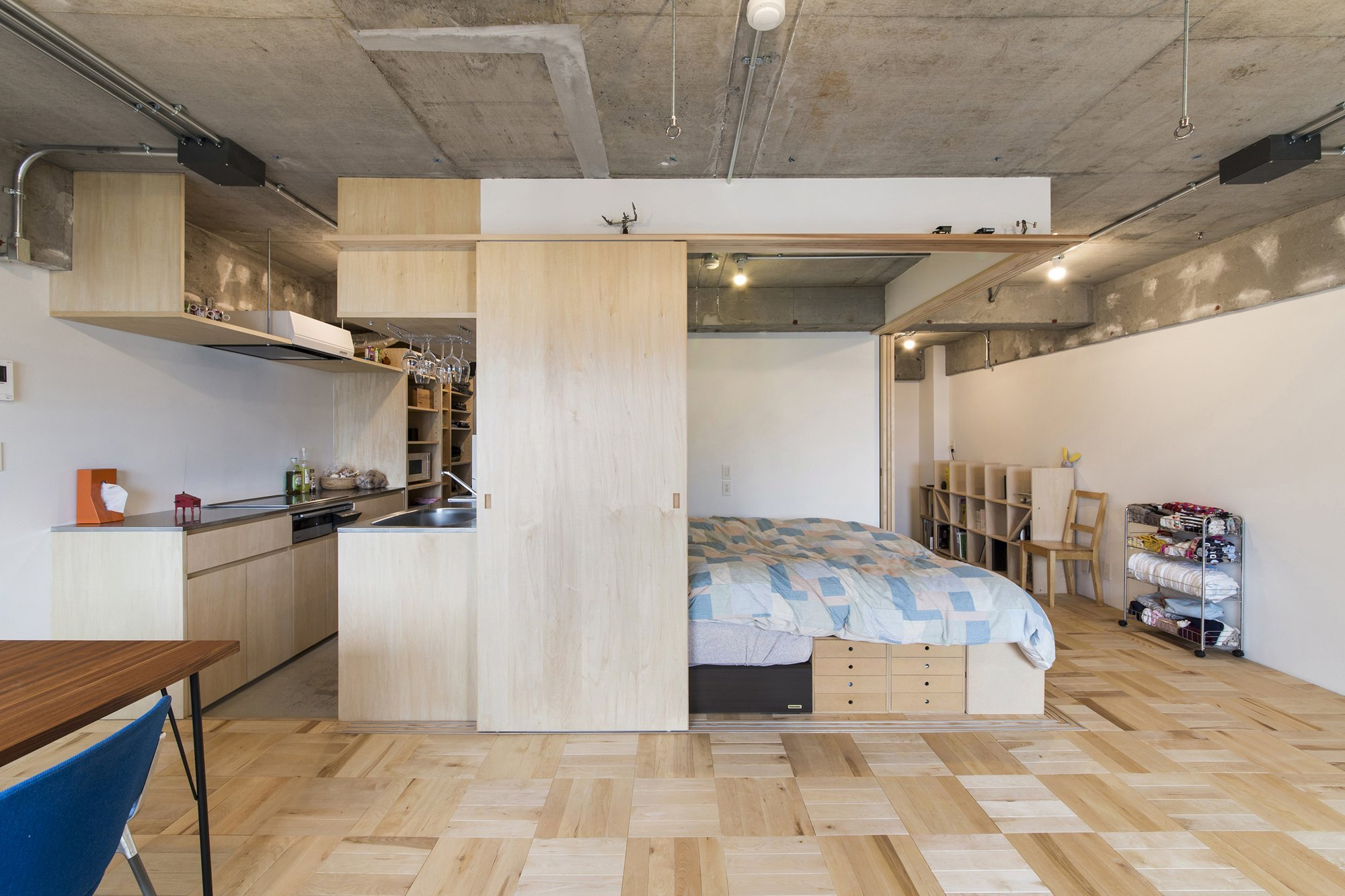 Das Beste Small Japanese Apartment Splits Up Space With Partitions In Diesem Monat