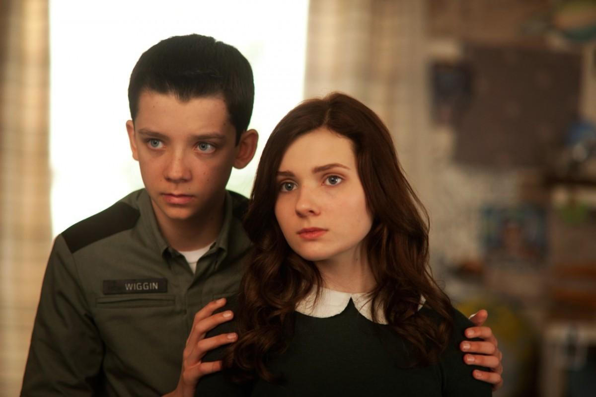 Ender (Asa Butterfield) és Valentine (Abigail Breslin) a filmváltozatban