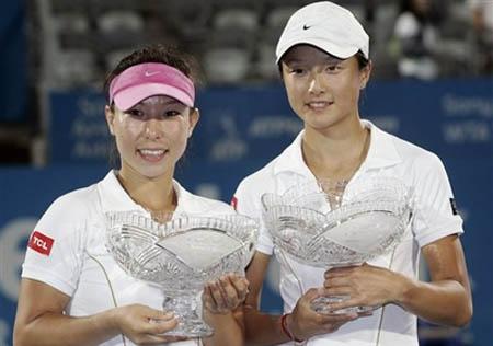 trophy-sydney-womensdoubles08.jpg