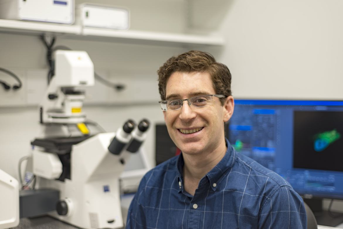 Prof. Jeremy Baskin in his lab