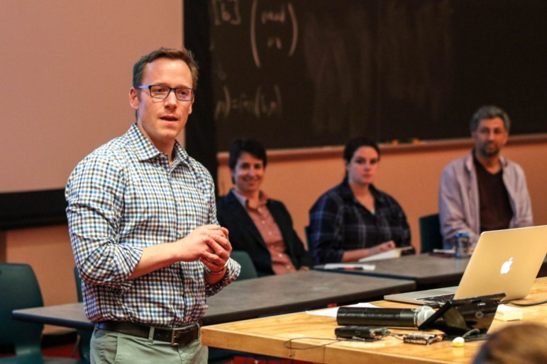 Prof. Thomas Pepinsky presents at the Arts & Sciences curriculum change students forum on April 19, 2017.