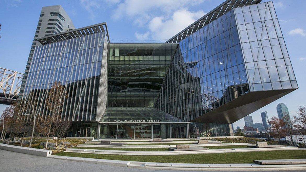 The new innovation center aims to bring together leaders of academia and the industry.