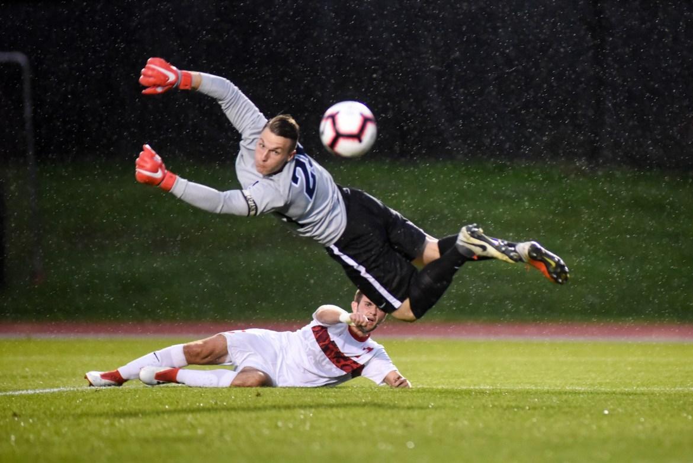 Men's soccer vs. Syracuse on September 10th, 2018. (Boris Tsang / Sun Assistant Photography Editor)