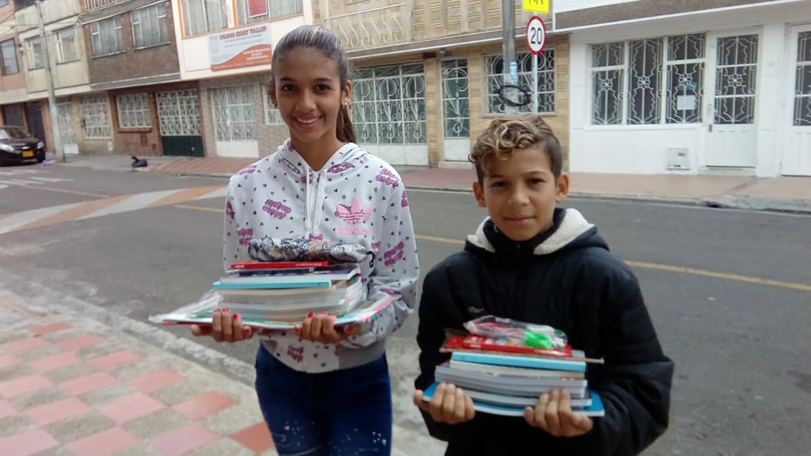 Colombian and Venezuelan children receive donations from PorColombia Student Association.