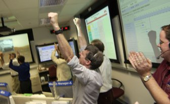 Squyres reacts to the images of Spirit leaving its lander in 2004.