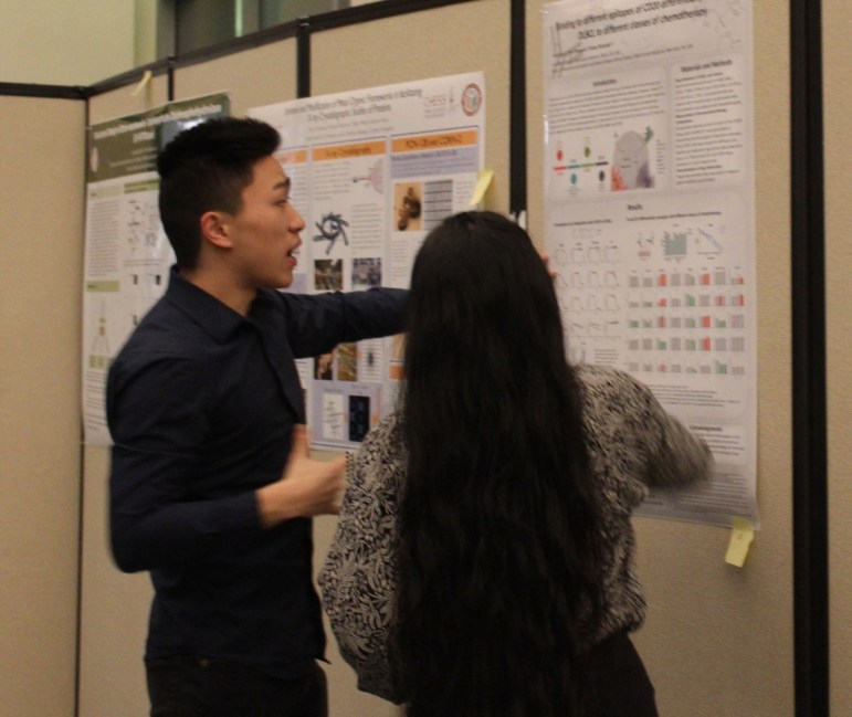 Brian Lee '20 presents winning research poster