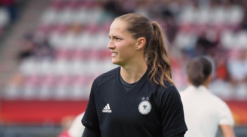 Laura Benkarth hält glückliches 1:0 gegen Tschechien fest