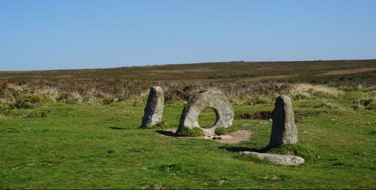 men an tol holed stone