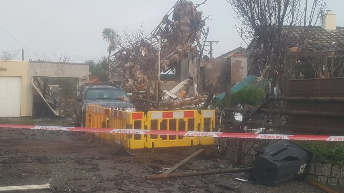Explosion at house in Carnkie leaves elderly man & neighbours lucky to be alive - report & pics from the scene