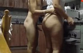 Sogra Gostosa e Rabuda fazendo sexo amador com o Genro na Cozinha
