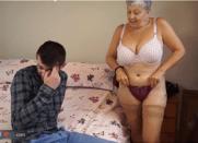 Vovó Gostosa Carente Provocou o Neto até ele dar mandioca pra ela