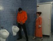 Velha ruiva carente pedindo prazer ao neto dentro escondo no banheiro