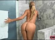 Sexo no Banheiro com Tia Gostosa que chamou o sobrinho para fazer um amor proibido e bem gostoso