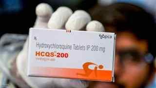"""الصحة العالمية توقف تجارب """"هيدروكسي كلوركين"""" على مرضى كورونا"""